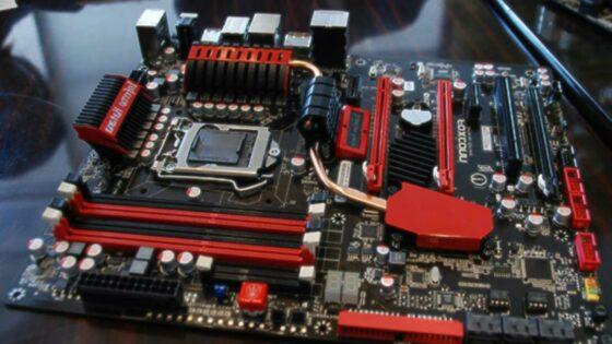 Osnovna plošča Foxconn Inferno Katana z novo pomnilniško režo NVRAM.