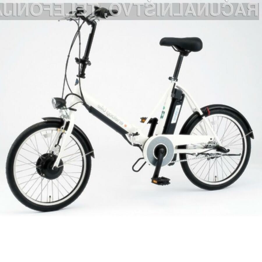 Vgrajeno baterijo je mogoče polniti kar med kolesarjenjem.