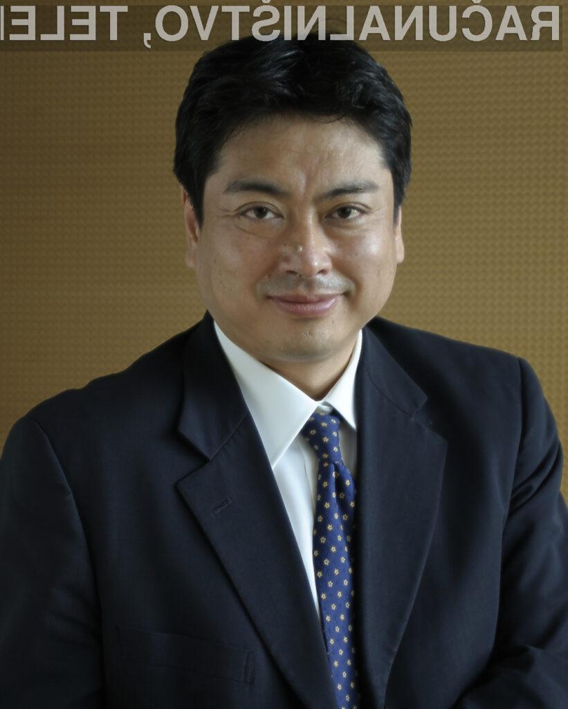 Vodenje podjetja Nikon GmbH, nemške podružnice japonske korporacije, je prevzel Tadashi Nakayama.