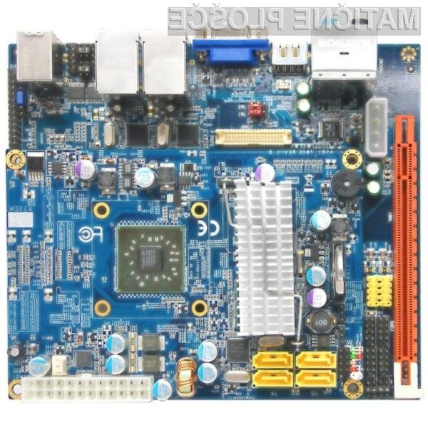 Prva osnovna plošča, grajena na osnovi dveh plošč PCB.
