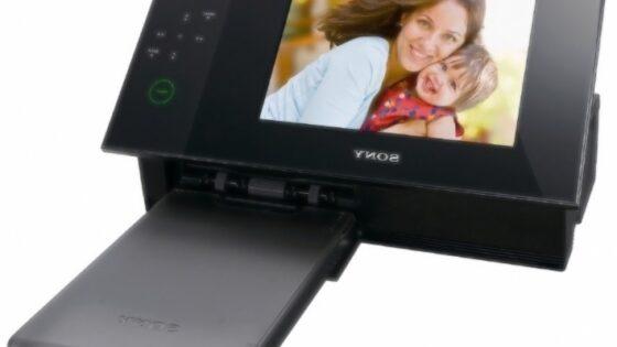 Digitalni okvir in tiskalnik v enem Sony DPP-F700 bo onkraj luže naprodaj v januarju.