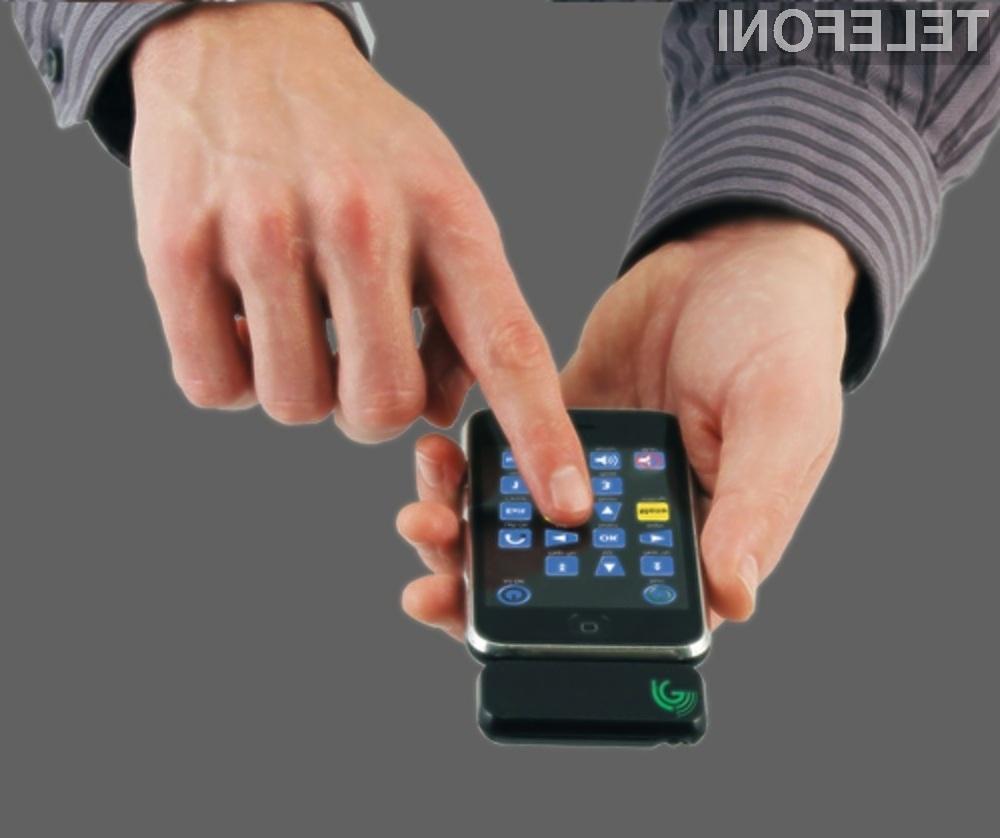 Mobilni telefon Apple iPhone v vlogi vsestranskega daljinskega upravljavca.
