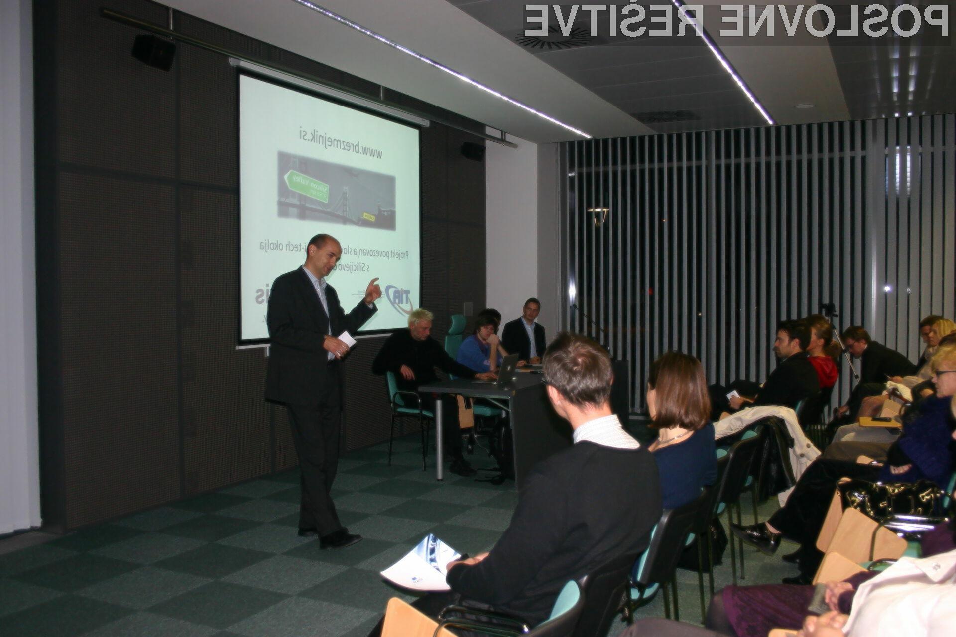 Brezmejnik je projekt podjetja Simgularis, ob podpori Tehnološke agencije Slovenija (TIA), ki je namenjen mladim ekipam in podjetjem v začetnih fazah razvoja.
