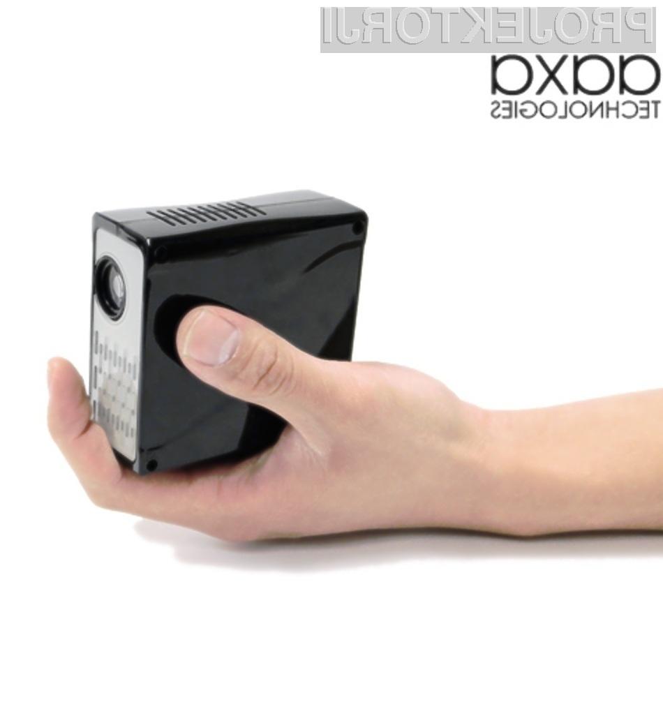 Trenutno najsvetlejši žepni projektor AAXA M1 Plus.