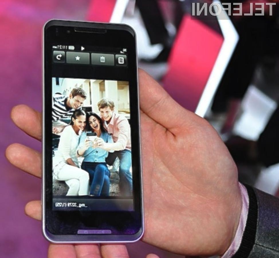 Pametni mobilni telefon z zaslonom na dotik je vendarle dobil podporo za arhitekturo x86.