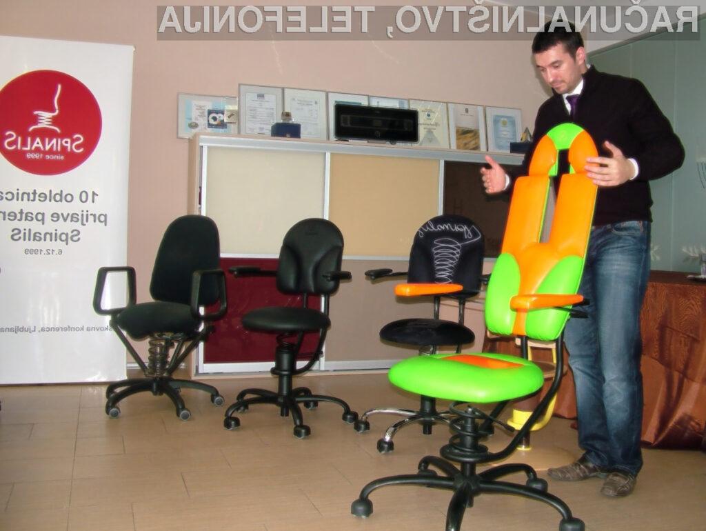 Marko Potrč se je leta 2004 s 122-urnim neprekinjenim vodenjem radijskega programa vpisal v Guinnessovo knjigo rekordov – na stolu SpinaliS. V ozadju so vidni idejni začetki in prvi prototipi stola SpinaliS.