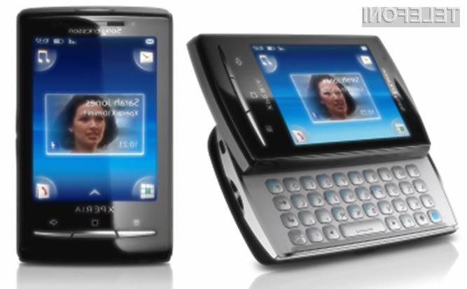 Telefona sta manjša od kreditne kartice, inteligentna in edinstvena zaradi aplikacije Sony Ericsson Timescape in intuitivnega uporabniškega vmesnika na dotik s štirimi vogali.