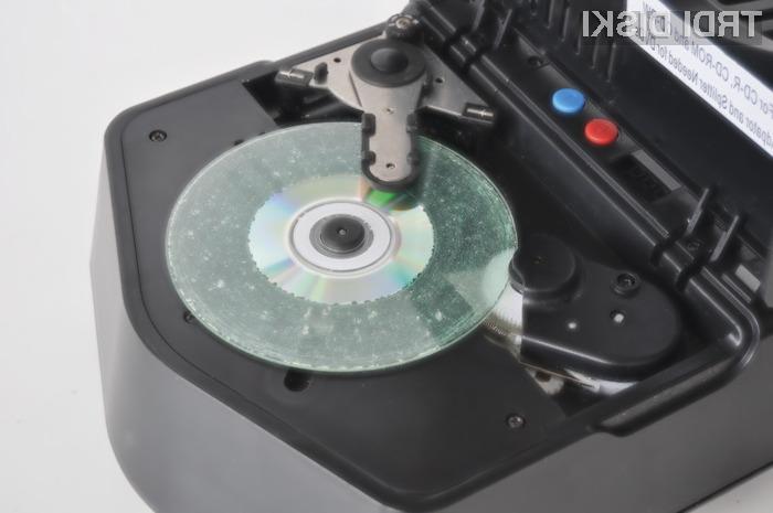Uničevalnik optičnih medijev intimus 005 S velja za enega najnaprednejših brusilnikov zgoščenk na trgu.