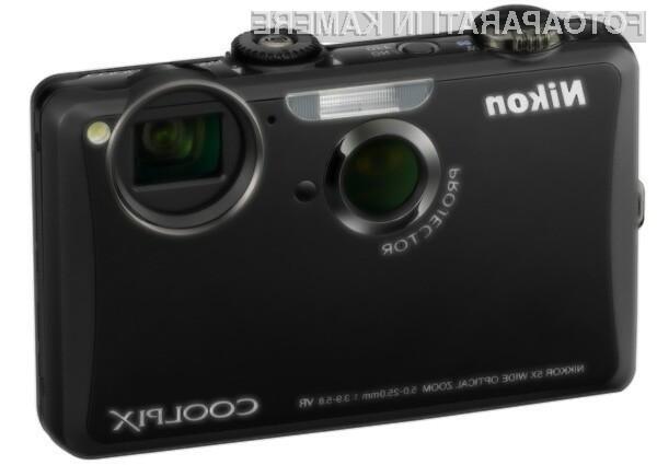 Digitalni fotoaparat z dodano vrednostjo Nikon Coolpix S1100pj.