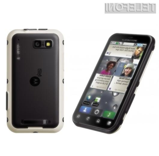 Mobilnik Motorola DEFY bomo le stežka uničili!