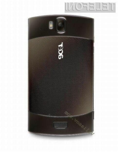 Acer Liquid Metal je oblikovno precej samosvoj.
