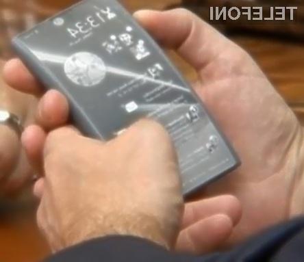 Prvi mobilnik 4G z dvema zaslonoma je navdušil celo ruskega predsednika Medvedjeva.