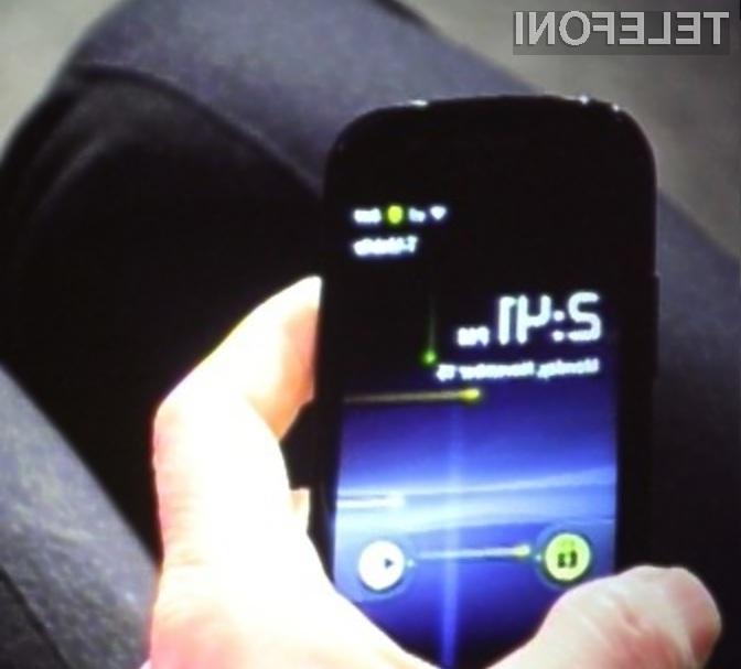 Google Nexus S in Android 2.3 Gingerbread ugledala luč sveta