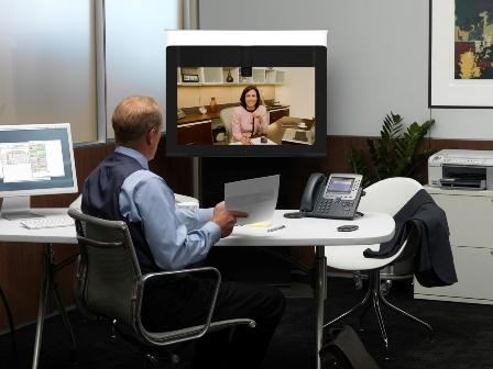 Podjetje Cisco predstavlja cenovno ugodnejše osebne končne točke TelePresence, nove spletne storitve TelePresence in nov visokokakovostni video WebEx