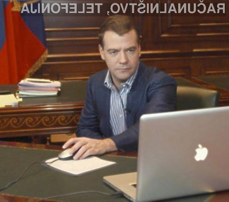 Dimitrij Medvedjev ne zaupa Microsoftovim operacijskim sistemom Windows.