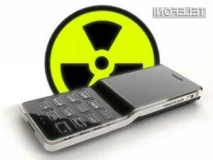 Indijski znanstveniki pozivajo k uvedbi strožjih pravil glede dovoljenega sevanja mobilnih telefonov.