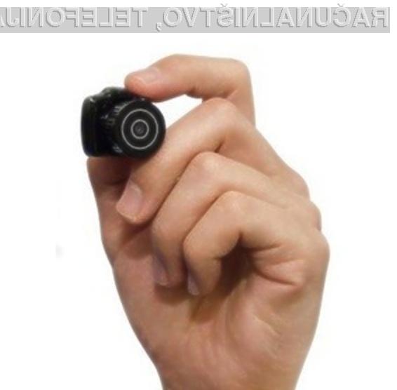 Prvi digitalni zrcalno-refleksni fotoaparat, ki ga lahko spravimo v žep.
