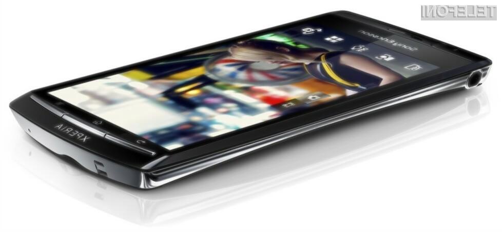 "Nov Sony Ericssonov ""pametni"" mobilni telefon iz linije Xperia, se odlikuje z ultra tankim in ukrivljenim ogrodjem."