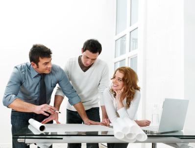 Rešitev IT problemov sploh ni tako kompleksna stvar, pri čemer lahko mala in srednje velika podjetja celo prihranijo.