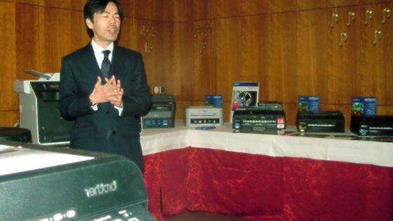 Direktor podjetja Brother CEE, g. Tomonaga Takashi.