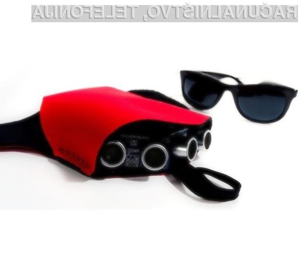 Elektronski pripomoček z ultrasonično tehnologijo slepim in slabovidnim pomaga zaznavati okolico.
