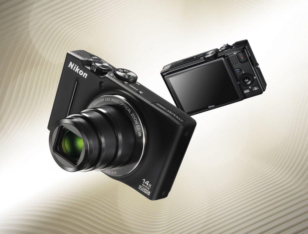 Serija COOLPIX bogatejša za dva stilska superzoom fotoaparata