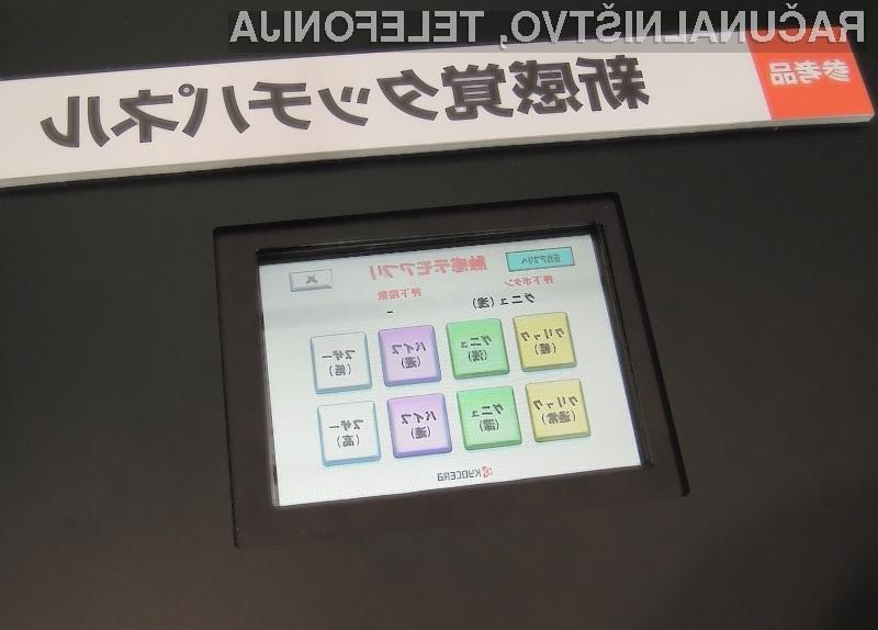 Kyocera Corp je na sejmu Ceatec predstavil zaslone občutljive na dotik, ki uporabniku dajejo občutek tipkanja na prave gumbe.