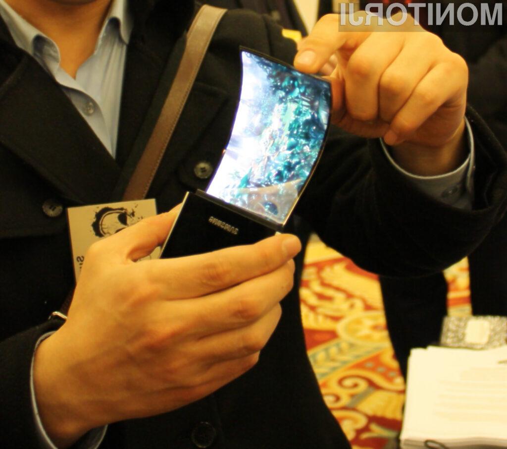 Zasloni delujejo s pomočjo upogljivih organskih svetlečih diod.