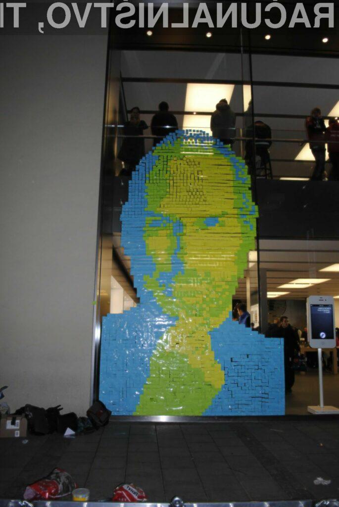 Kreativni in barviti Jobs, sestavljen iz kar 4001 samolepilnega lističa.