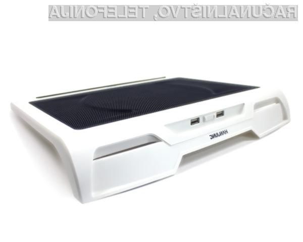 Ta na oko prijetna hladilnika (hladilni podlogi)se lahko uporabljata na, ali bolje pod prenosniki z zasloni do velikosti 17 palcev.