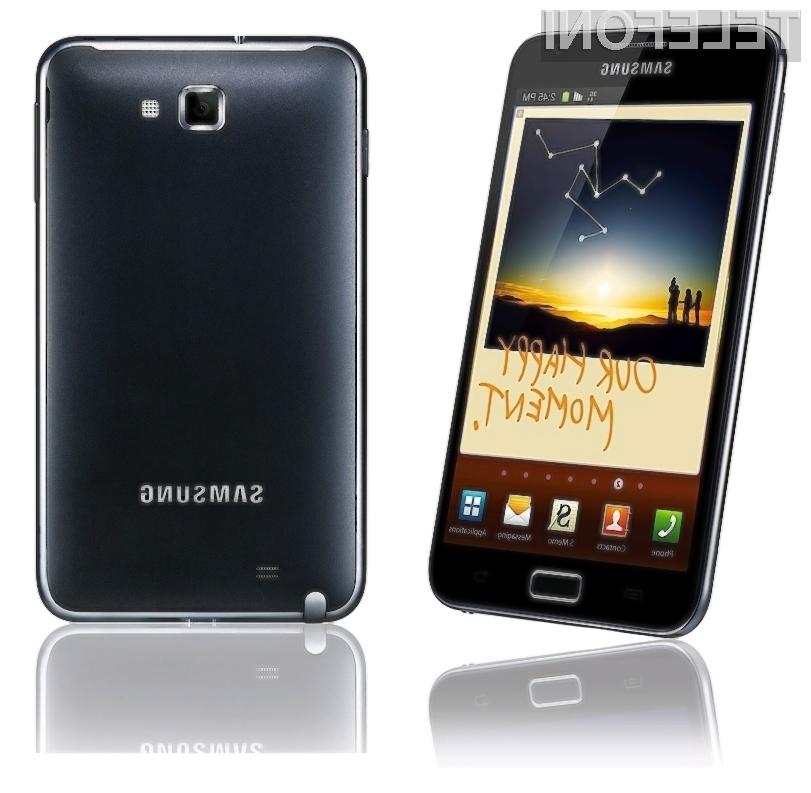 Čeprav je Galaxy Note precej velik, ga še vedno lahko brez (večjih) težav pospravimo v žep.