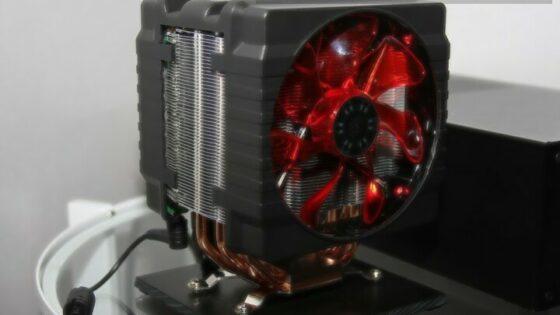Cooler Masterjev hladilnik na sebi nosi čisto pravi računalnik.