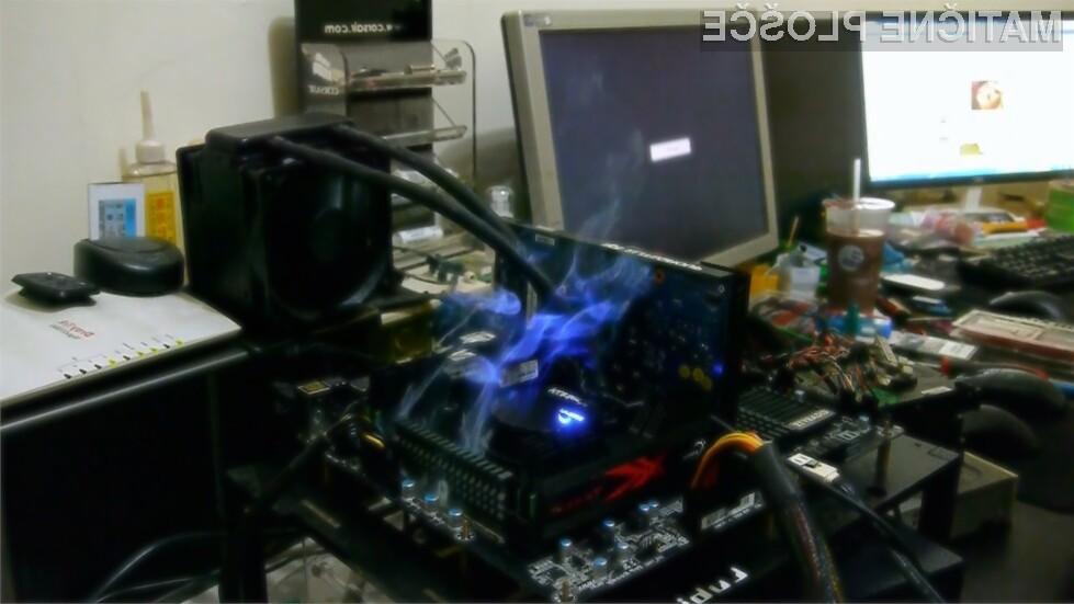 Plošče imajo probleme z regulacijo napetosti procesorja (VRM).