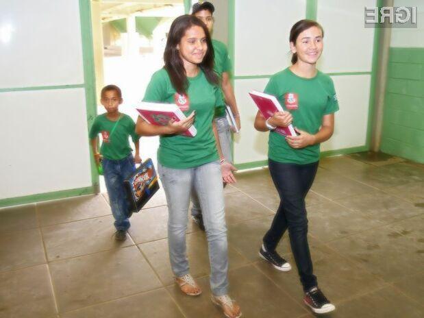Verjamete, da bo elektronski nadzor nad brazilskimi učenci zmanjšal število izostankov?
