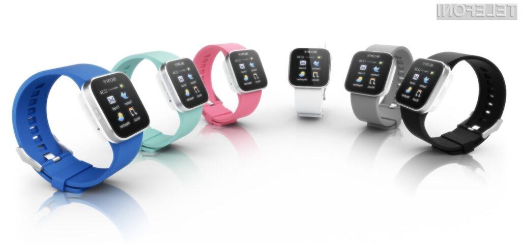 SmartWatch se je v primerjavi z lanskim modelom še poboljšal, saj je dobil barvni zaslon, merilnik pospeška in kopico različnih barv gumijastih paskov.