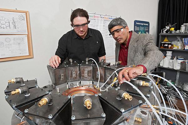 Raziskovalci Univerze Delaware so izumili enostavno metodo za ekstrakcijo vodika iz vode brez kakršnihkoli  škodljivih emisij.