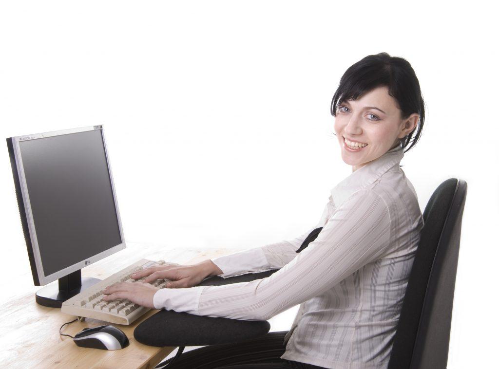 Če pred računalnikom dnevno presedite veliko ur, se vam splača upoštevati predlagane nasvete.