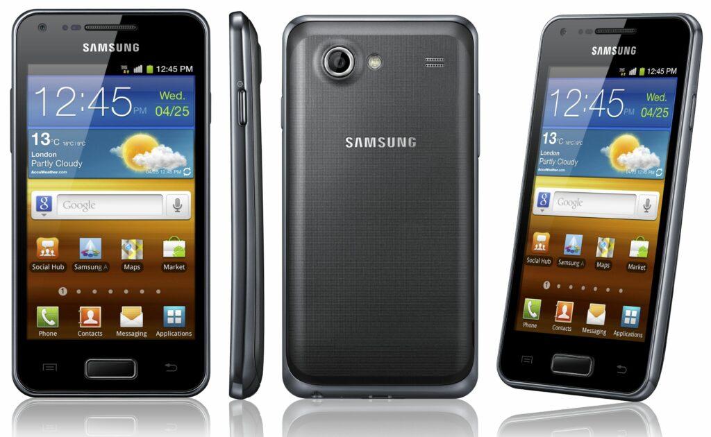 Sprednji del mobilnika Galaxy S Advance je skoraj identičen dobro znanemu modelu Galaxy S II.
