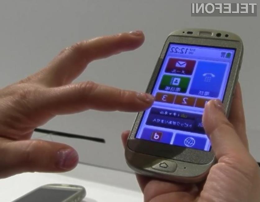 Starejšim prijazen pametni mobilni telefon.