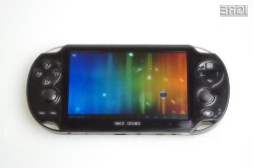 Na prenosni igralni konzoli Droid X360 lahko igramo igre, ki so bile pripravljene za kar devet različnih konzol.