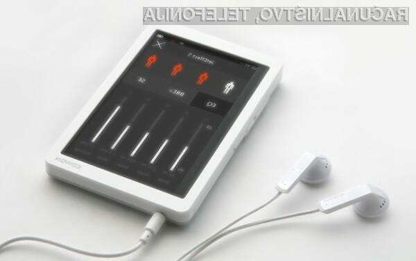 Prenosni predvajalnik glasbe Cowon X9 je kot nalašč za tiste, ki večino časa preživijo na terenu.