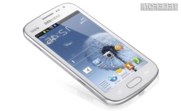 Mobilnik Galaxy S Duos po obliki nekoliko spominja na supermobilnik Galaxy S3.