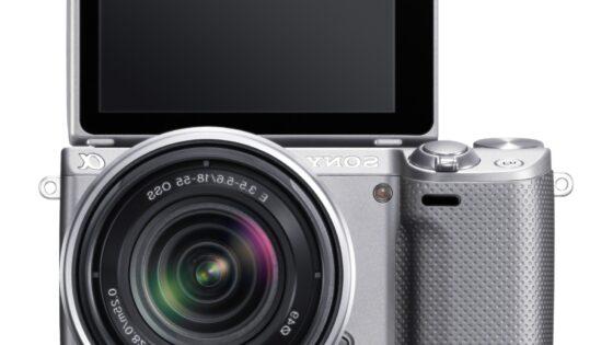 Sonyjev model NEX-5R bo uporabnikom ponudil tipalo formata APS-C in možnost menjave objektiva.