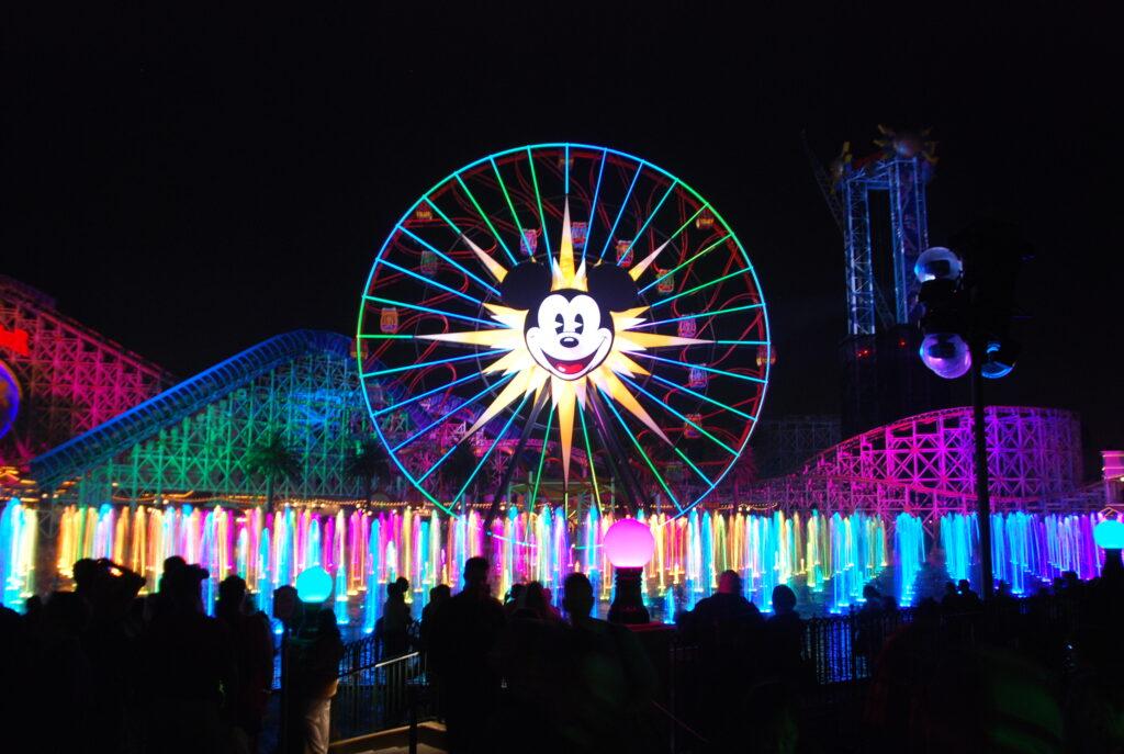 """Disneyev """"World of Color"""" je prava paša za oči."""