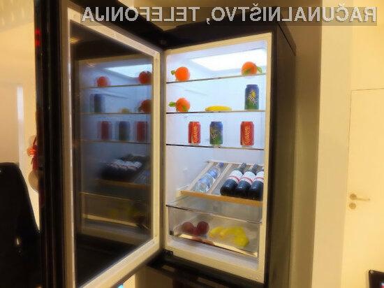Zaslon futurističnega hladilnika ni le polprozoren, ampak je tudi občutljiv na dotik.