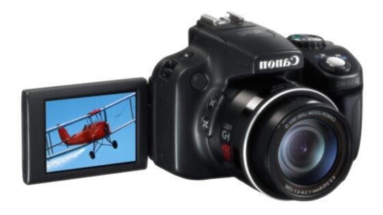 Canon PowerShot SX50 HS se bo lahko pohvalil kar z 50 kratno optično povečavo.