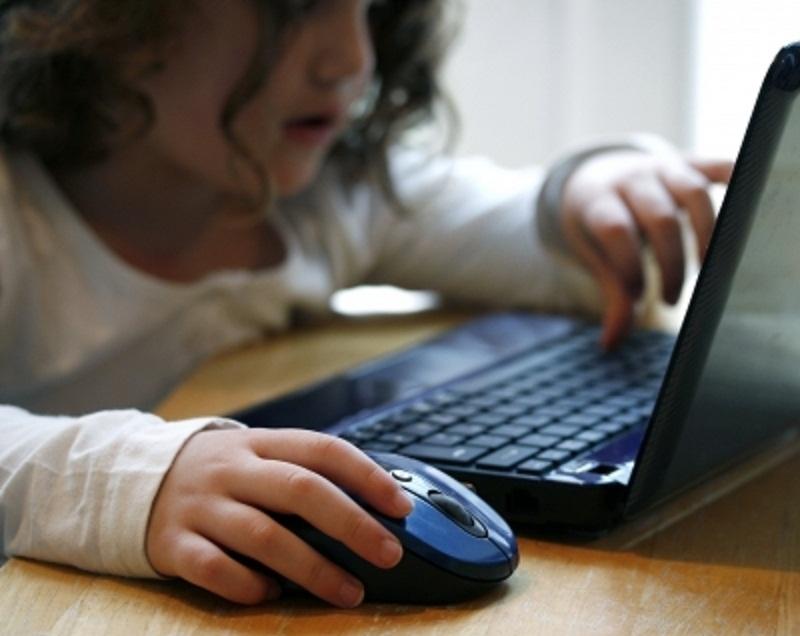 Večjo varnost naših otrok na svetovnem spletu je moč doseči le s skupnimi močmi!