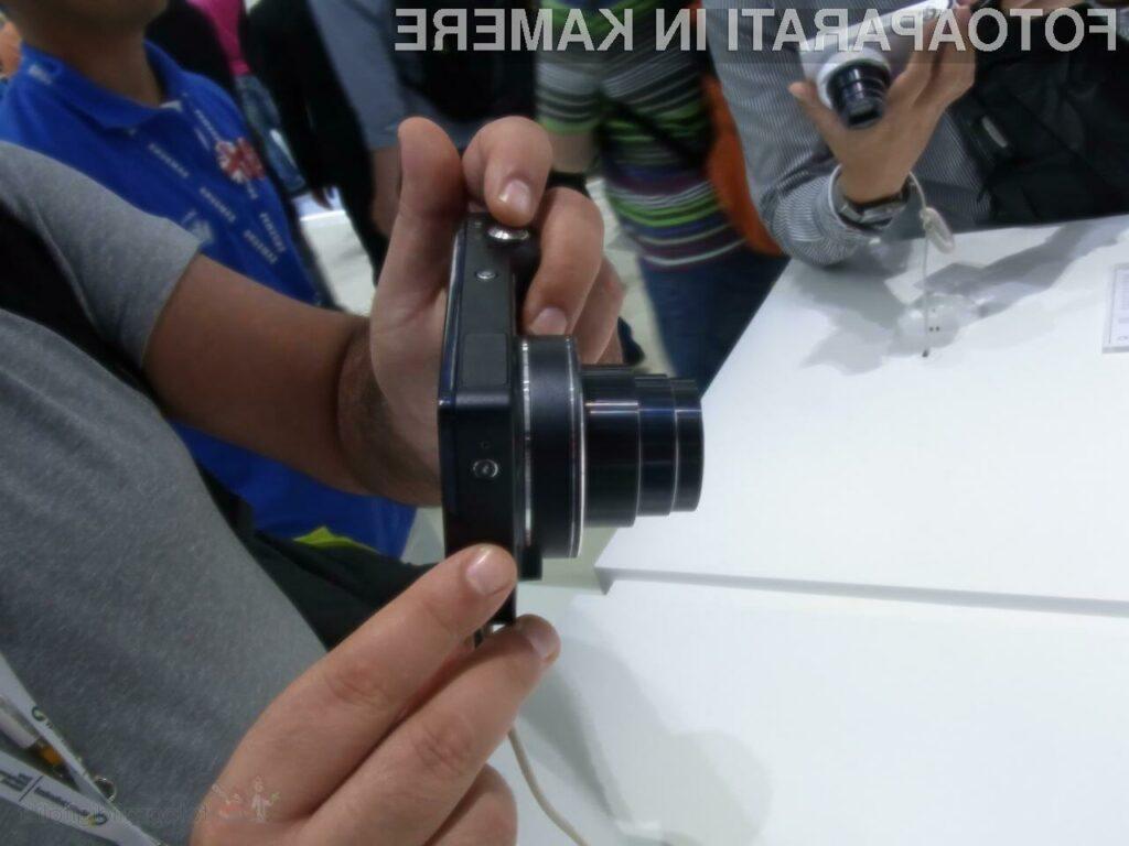 Če bi kompaktni digitalni fotoaparat Samsung Galaxy Camera omogočal še telefoniranje, bi bil popoln v vseh pogledih.