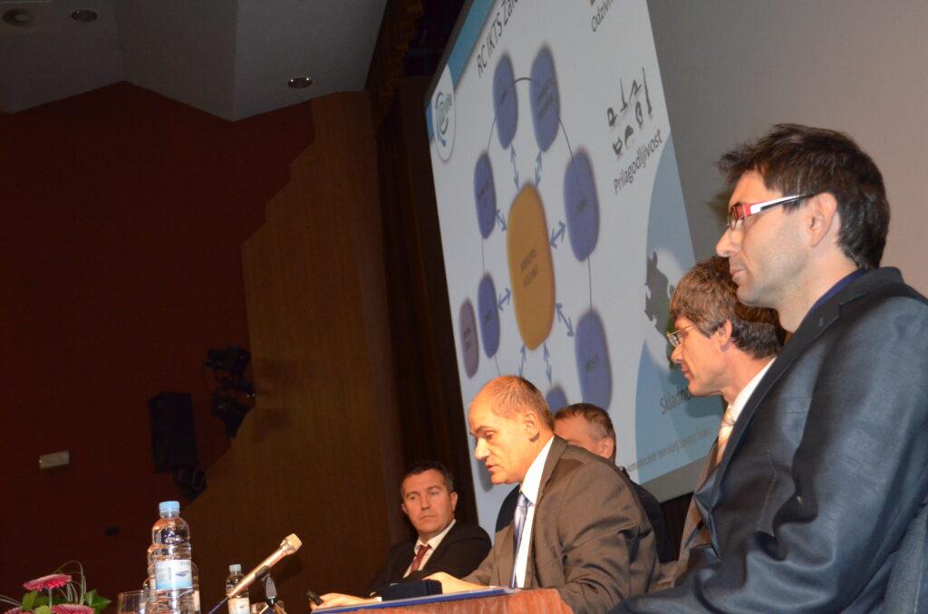 Predstavitev je začel direktor Mikropisa, Janez Uplaznik.