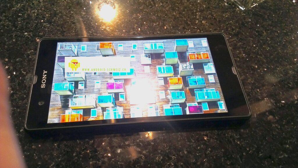 Prvega fotografije novega Sonyjevega pametnega telefona Yuga so precej obetavne.